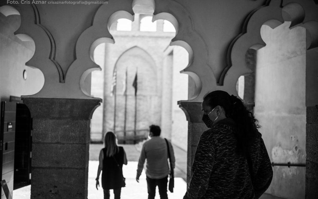 Visita delegación Stop Desahucios a las Cortes de Aragón